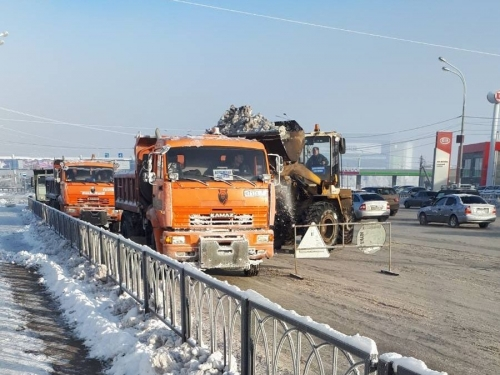 Убирали и снег, и мусор. С улиц города вывезли 47 тысяч кубометров снежных масс