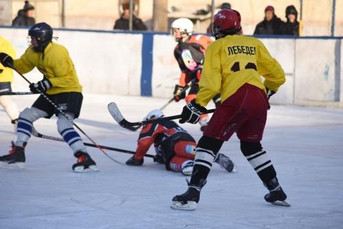 В подарок подрастающему поколению. Федерация хоккея Магнитогорска одела «гайдаровцев»