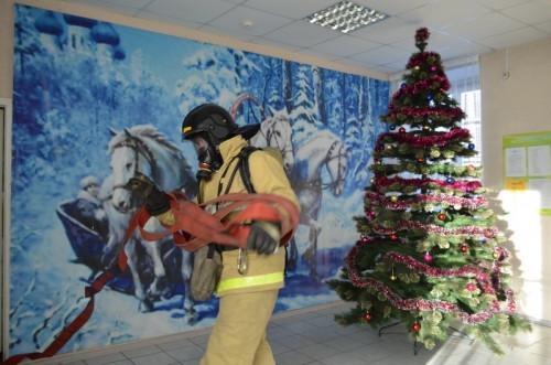 Тушили условное возгорание. В Магнитогорске эвакуировали центр помощи детям