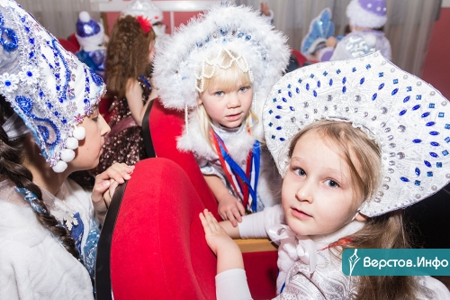 Их поздравил глава города. Сегодня в Магнитогорске чествовали одаренных детей, таковых набралось аж 350!
