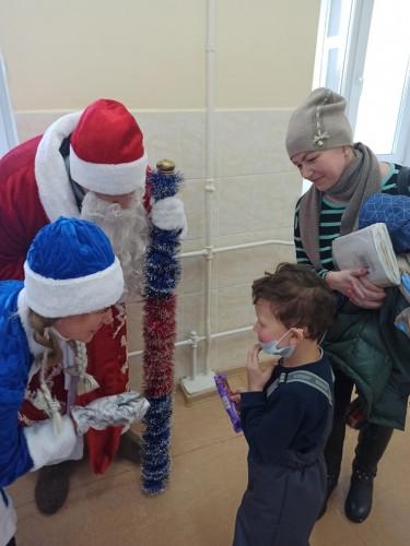 Особое внимание. Дед Мороз приехал к маленьким пациентам в поликлинику