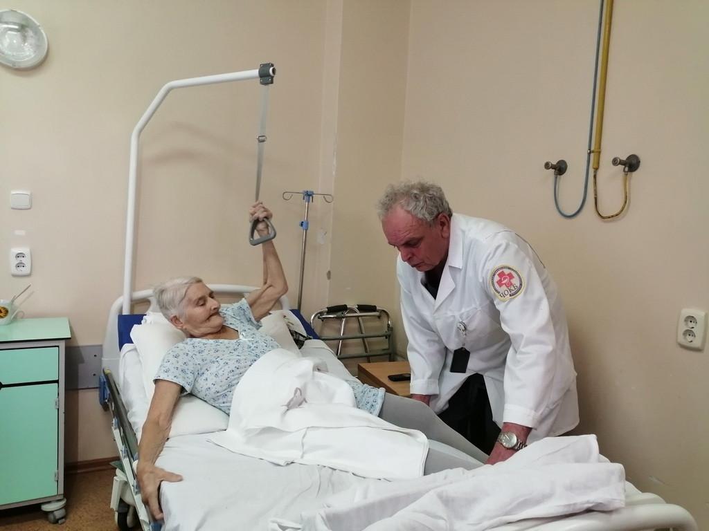 Праздничное чудо. Спортивную пенсионерку из района подняли на ноги в Челябинске