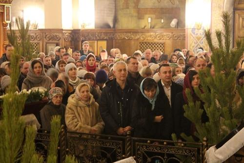 С новым епископом. В Магнитогорске верующие встретили Рождество