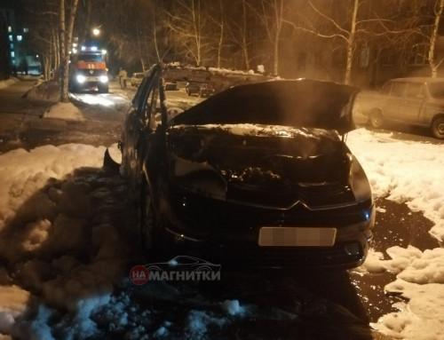 Иномарка выгорела полностью. Жителей Ленинского района разбудили громкие хлопки