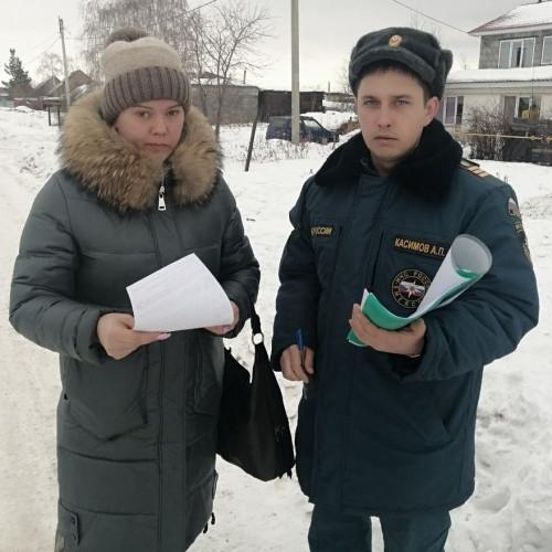 Прошлись по домам и даже вышли на лёд. Пожарные провели профилактический рейд в Новосавинке