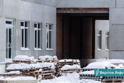«В целом неплохо». Глава города поторопил подрядчиков с работами в новой школе