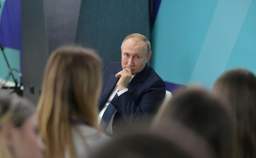 Встретились в «Сириусе». Магнитогорский студент попросил Путина разрешить студентам участвовать в конкурсе «Учитель года»