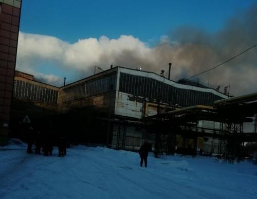 Задымление, хлопки... Очевидцы рассказали о возгорании в ЛПЦ-5