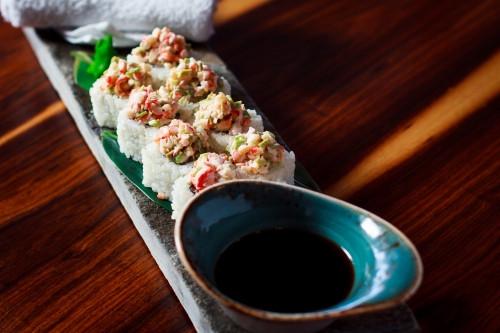 Голодные влюбленные. 14 февраля соцсети взорвались от критики ресторанов суши