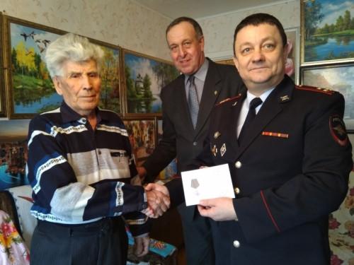 Получили медали и выслушали поздравления. В Магнитогорске отметили ветеранов войны и МВД