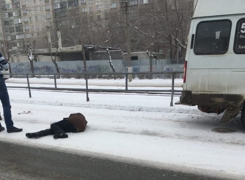 До «зебры» не дошла. В Магнитогорске пенсионерка решила срезать путь и угодила под колеса маршрутки