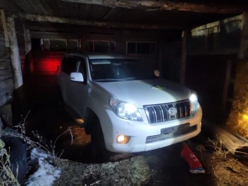 «Тойоту» прятали в хлеву. Угнанную в Магнитке иномарку нашли в Карталинском районе