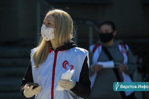 Их даже носить приятнее. В Магнитогорске волонтёры вновь раздавали бесплатные маски