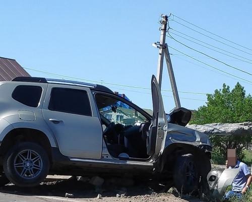Не просчитал ситуацию. В аварии на Западном шоссе «Рено Дастер» сбил мачту освещения