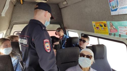 Берут с собой, но не надевают. В мэрии рассказали, сколько пассажиров не соблюдает масочный режим