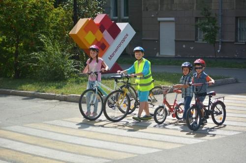 Вызывает тревогу. В Магнитогорске дети на велосипедах забывают про ПДД