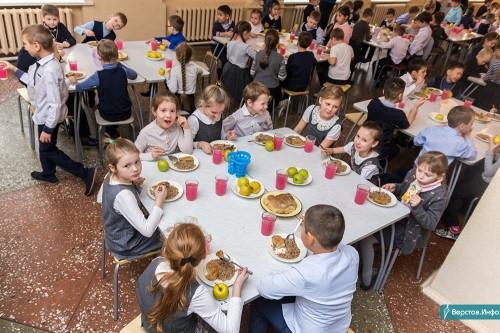 Бесплатно для родителей. В Магнитогорске повара готовятся кормить всех младшеклассников