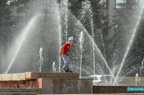 Чиновники запретили горожанам купаться в фонтанах. У них только декоративная функция!