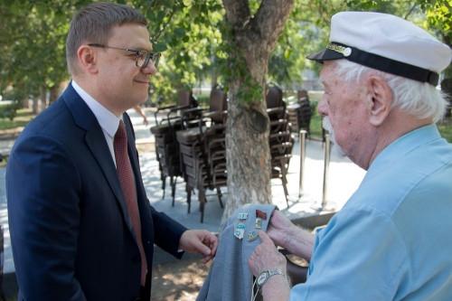 Губернатор Челябинской области дал старт автопробегу и проехал на танке. В Челябинске нашли место для стелы