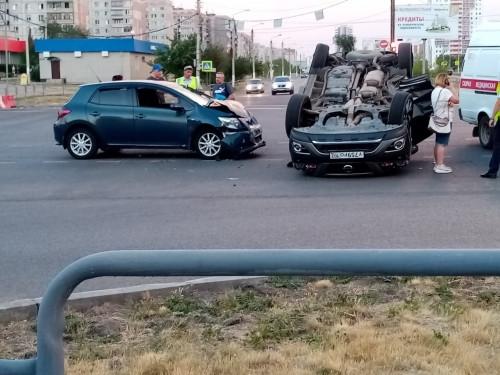Не спланировал объезд заранее. В Магнитогорске «Ниссан» перевернулся на крышу из-за закрытой дороги