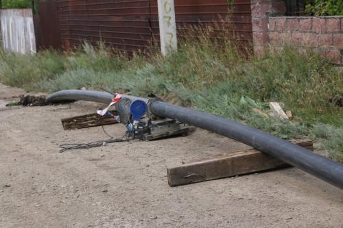 Трубу уже прокладывают. В посёлок Пресная плотина вскоре придёт чистая вода