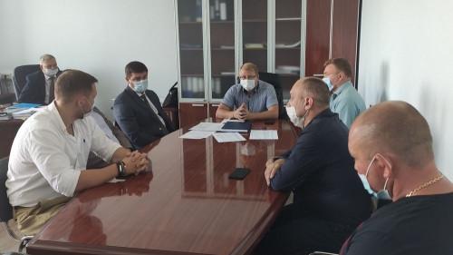 Маску стали забывать и водители. В Магнитогорске власти обсудили с перевозчиками безопасность маршруток