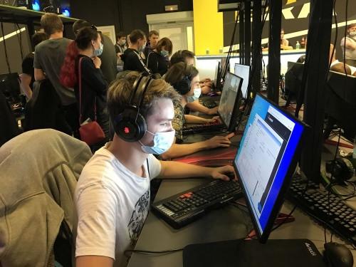 Спорт для интеллектуалов. На Южном Урале выявили сильнейших кибератлетов в финале турнира «За Танкоград»