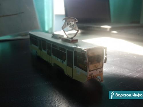 Хватает же терпения! В Магнитогорске школьник собрал модельки городского трамвая