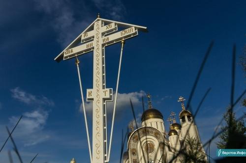 Будет и плита с именами погибших. 6-метровый поклонный крест освятят в годовщину магнитогорской трагедии