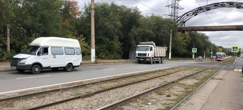 Пассажирам предстоит лечение. Водитель многотонного грузовика не рассчитал скорость и въехал в маршрутку