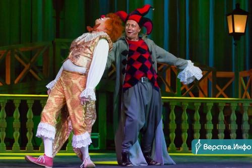 Актёры поблагодарили строителей. В драматическом театре состоялся концерт-капустник «Перезагрузка. Новый формат»