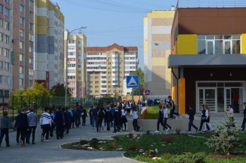 Эвакуировались за пять минут. Пожарные Магнитогорска работали в новом отделении здания средней школы № 47