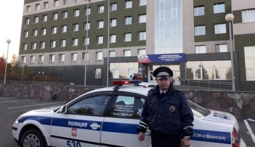 «Вы спасли жизнь нашему мальчику!» Инспектор ГИБДД помог выбраться из пробки автомобилю, в котором был больной ребёнок