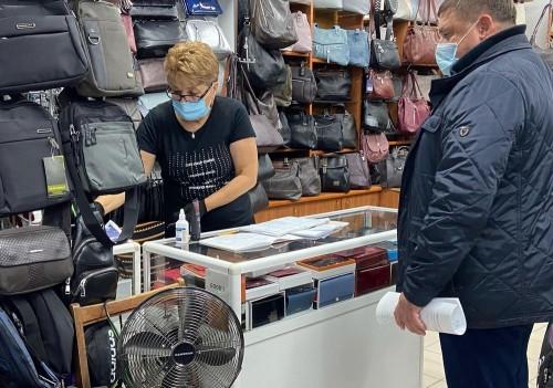 Продавцы – молодцы! Всё реже персонал магазинов нарушает масочный режим