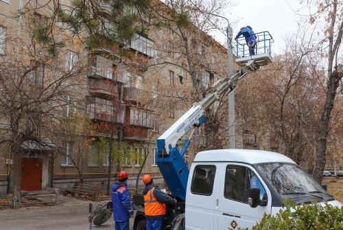 Засветились тёмные дворы. В Магнитогорске идут работы по восстановлению уличного освещения