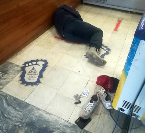 Уснул у прилавка. Житель Магнитогорска устроился на ночлег в одном из магазинов