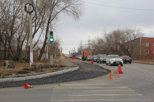 Делайте правый поворот! Городские дорожники приступили к одному из последних ремонтов этого года