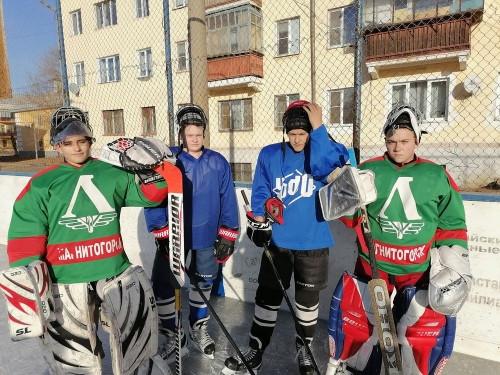 «Гайдаровцы» опять впереди! В посёлке Железнодорожников открылся первый в городе каток для массового катания