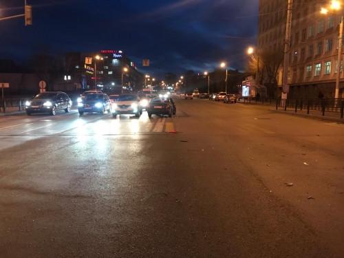 Пострадала пассажирка. На пересечении улицы Грязнова и проспекта Ленина столкнулись две иномарки