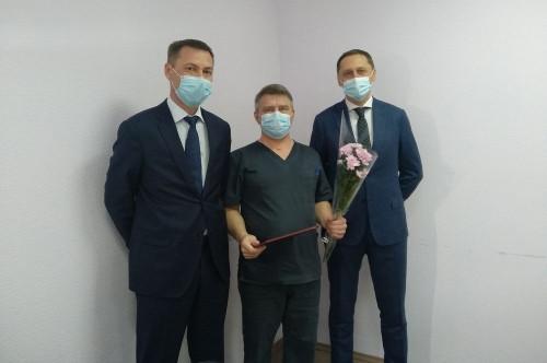 В Магнитогорске сотрудников медсанчасти поблагодарили областные депутаты. Среди награждённых не только врачи