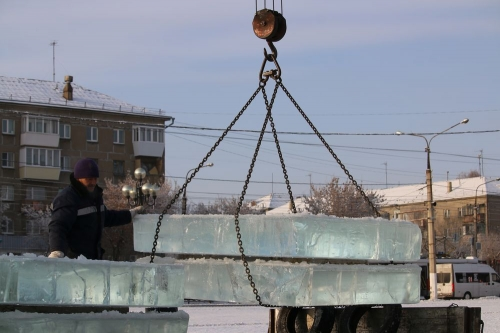 От больших горок пришлось отказаться. В Магнитогорске приступили к строительству ледовых городков