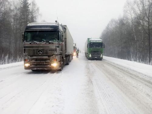 М-5 встала. Пришлось ограничить движение грузовикам от Башкортостана до Чебаркуля