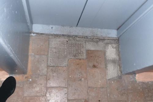 В Магнитогорске «управляйку» наказали за неплотно закрытые двери и окна в подъезде. На компанию нажаловались жильцы