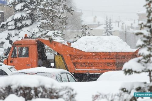 В январе с городских улиц вывезли 63 тысячи тонн снега. А впереди очередные снегопады