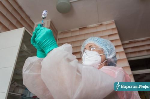 «Вакцина уже не вызывает сомнений». Медики первой горбольницы привили от ковида тысячу горожан