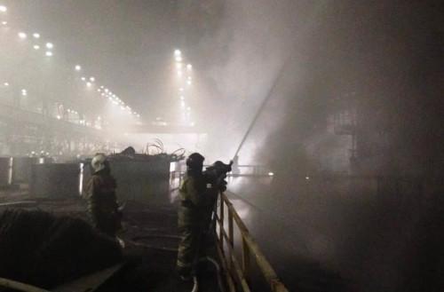 Знатно полыхало! Сегодня вечером произошёл пожар в листопрокатном цехе № 10