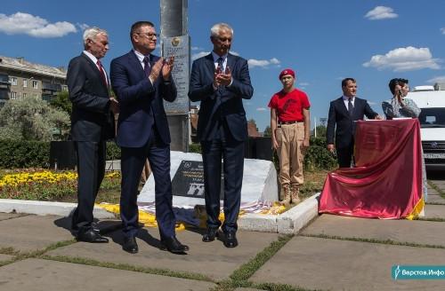 Она станет украшением сквера. В Магнитогорске побывали московские скульпторы – авторы стелы «Город трудовой доблести»