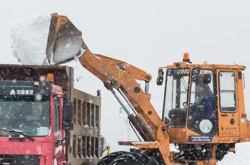 Замечаний хватает. Сергей Бердников призвал подрядчиков активнее очищать парковки и тротуары от снега